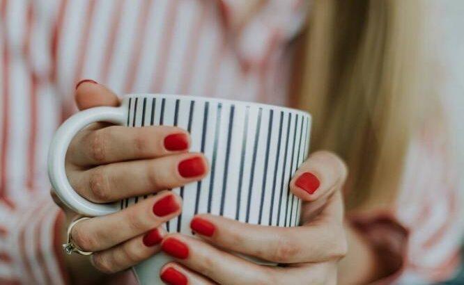 Jakie kursy powinna ukończyć profesjonalna stylistka paznokci?